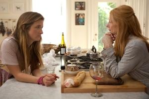 Grace Gummer y Patricia Clarkson, hija y madre, en una escena de la película.
