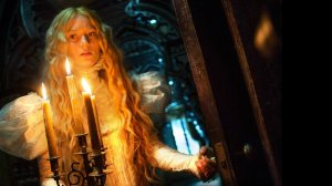 Mia Wasikowska a lo Rebecca en una escena del film.