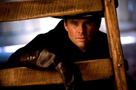 Walton Goggins, como sheriff de Red Rock, la revelación del film.